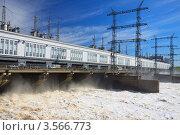 Купить «Спуск воды на Камской ГЭС», фото № 3566773, снято 19 мая 2012 г. (c) Андрей Щекалев (AndreyPS) / Фотобанк Лори