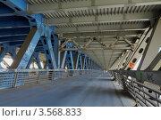 Купить «Дорогомиловский автодорожный мост», фото № 3568833, снято 27 мая 2012 г. (c) Зубов Александр / Фотобанк Лори
