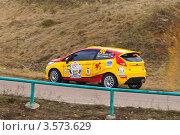 Купить «Гоночный автомобиль Ford Fiesta R2 на трассе Ралли Masters Show 2012», эксклюзивное фото № 3573629, снято 21 апреля 2012 г. (c) Алёшина Оксана / Фотобанк Лори