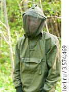 Купить «Человек в лесу в защищенной от насекомых одежде», фото № 3574469, снято 9 мая 2009 г. (c) Дмитрий Наумов / Фотобанк Лори
