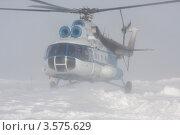 Купить «Посадка вертолета Ми-8 в снежную метель», фото № 3575629, снято 30 марта 2012 г. (c) Пьянков Александр / Фотобанк Лори