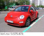 Купить «Парковка автомобиля Volkswagen во дворе дома на Новокосинской улице. Москва», эксклюзивное фото № 3575873, снято 5 июня 2012 г. (c) lana1501 / Фотобанк Лори