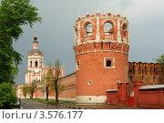 Купить «Западная стена Донского монастыря в Москве», фото № 3576177, снято 8 мая 2012 г. (c) Денис Ларкин / Фотобанк Лори