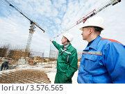 Купить «Инженеры-строители на строительной площадке», фото № 3576565, снято 21 апреля 2012 г. (c) Дмитрий Калиновский / Фотобанк Лори