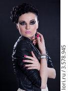 Красивая брюнетка с ярким макияжем. Стоковое фото, фотограф Верстова Арина / Фотобанк Лори