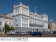 Купить «Сарапул, Удмуртская Республика, здание администрации города», эксклюзивное фото № 3588521, снято 3 августа 2009 г. (c) Кучкаев Марат / Фотобанк Лори