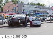 ДТП на Ленинском проспекте, Санкт-Петербург (2012 год). Редакционное фото, фотограф Кекяляйнен Андрей / Фотобанк Лори