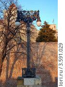Купить «Изящный двухрожковый фонарь в крепости Калемегдан. Белград, Сербия», фото № 3591029, снято 12 января 2012 г. (c) Светлана Колобова / Фотобанк Лори