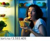 Купить «Голодная девушка за ночным опустошением холодильника», фото № 3593409, снято 12 июня 2012 г. (c) Константин Юганов / Фотобанк Лори