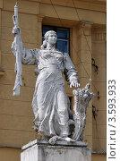 Купить «Скульптура колхозницы. Подколокольный переулок, дом 16/2», эксклюзивное фото № 3593933, снято 15 июня 2012 г. (c) Alexei Tavix / Фотобанк Лори