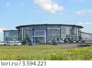 УралАвтоХаус официальный дилер Mercedes Benz (2012 год). Редакционное фото, фотограф Воробьев Валерий / Фотобанк Лори