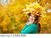 Купить «Портрет девушки с венком из осенних кленовых листьев», фото № 3594909, снято 4 октября 2011 г. (c) Дмитрий Калиновский / Фотобанк Лори
