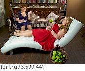 Полная девушка на приеме у психолога. Стоковое фото, фотограф Лукаш Дмитрий / Фотобанк Лори
