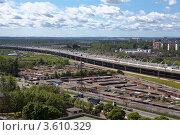 Купить «Трасса Западного скоростного диаметра и гаражи рядом», фото № 3610329, снято 20 июня 2012 г. (c) Кекяляйнен Андрей / Фотобанк Лори