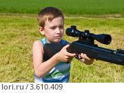 Купить «Мальчик стреляет», фото № 3610409, снято 11 июня 2012 г. (c) Кузнецова Юлия (aka Syaochka) / Фотобанк Лори