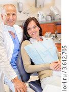 Купить «Улыбающиеся стоматолог и пациентка», фото № 3612705, снято 29 апреля 2012 г. (c) CandyBox Images / Фотобанк Лори