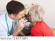 Купить «Доктор осматривает ухо пациентки», фото № 3617681, снято 13 декабря 2011 г. (c) Monkey Business Images / Фотобанк Лори
