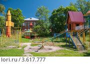 Купить «Детская площадка в парке городского дома культуры. Город Костерево», фото № 3617777, снято 23 июня 2012 г. (c) Анна Сапрыкина / Фотобанк Лори