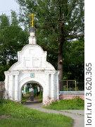Купить «Ворота Троицкого кладбища. Балахна», фото № 3620365, снято 24 июня 2012 г. (c) Александр Романов / Фотобанк Лори