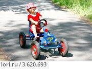 Купить «Девочка на игрушечной машине», фото № 3620693, снято 23 июня 2012 г. (c) Хайрятдинов Ринат / Фотобанк Лори