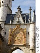 Купить «Астрономические часы на башне в городе Осёре, Франция», фото № 3621001, снято 13 сентября 2010 г. (c) Солодовникова Елена / Фотобанк Лори