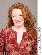 Купить «Улыбающаяся женщина с волнистыми волосами», фото № 3625565, снято 15 марта 2009 г. (c) Эдуард Стельмах / Фотобанк Лори