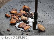 Сало жарится на казане. Стоковое фото, фотограф Евгений Егоров / Фотобанк Лори