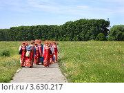 Купить «Народный ансамбль в поле на пути к Церкви Покрова на Нерли», фото № 3630217, снято 7 июня 2011 г. (c) ElenArt / Фотобанк Лори