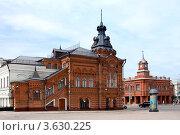 Купить «Город Владимир, здания Городской управы и Сбербанка на Соборной площади», фото № 3630225, снято 7 июня 2011 г. (c) ElenArt / Фотобанк Лори