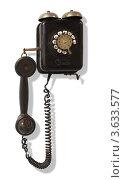 Купить «Ретро-телефон на белом фоне», фото № 3633577, снято 18 ноября 2010 г. (c) Losevsky Pavel / Фотобанк Лори