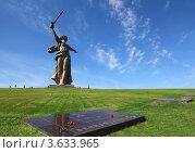 Купить «Скульптура «Родина-мать зовёт!» в Волгограде», фото № 3633965, снято 19 сентября 2010 г. (c) Losevsky Pavel / Фотобанк Лори