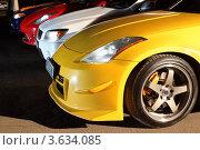 Купить «Разноцветные автомобили на стоянке», фото № 3634085, снято 27 апреля 2011 г. (c) Losevsky Pavel / Фотобанк Лори