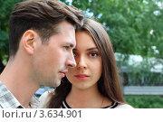 Купить «Портрет молодой пары в летнем парке. Фокус на лице девушки», фото № 3634901, снято 21 июня 2011 г. (c) Losevsky Pavel / Фотобанк Лори