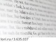 """Купить «Текст драма Шекспира """"Ромео и Джульетта"""" на дисплее крупным планом», фото № 3635037, снято 25 марта 2011 г. (c) Losevsky Pavel / Фотобанк Лори"""
