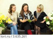 Купить «Три молодые женщины сидят на диване и смотрят журнал», фото № 3635261, снято 18 мая 2011 г. (c) Losevsky Pavel / Фотобанк Лори
