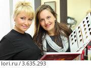 Купить «Две женщины в салоне красоты рассматривают каталог цветов для окраски волос», фото № 3635293, снято 18 мая 2011 г. (c) Losevsky Pavel / Фотобанк Лори
