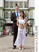 Купить «Жених и невеста», фото № 3635949, снято 22 июня 2012 г. (c) Сергей Лаврентьев / Фотобанк Лори