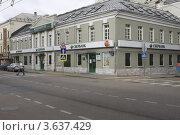 Купить «Москва. Сбербанк на Сретенке», эксклюзивное фото № 3637429, снято 16 июня 2012 г. (c) Дмитрий Неумоин / Фотобанк Лори