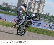 Трюки на мотоцикле на Автоэкзотике 2012 года. Редакционное фото, фотограф Александр Дубровский / Фотобанк Лори
