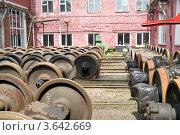 Купить «Колеса железнодорожных вагонов», фото № 3642669, снято 15 мая 2012 г. (c) Parmenov Pavel / Фотобанк Лори