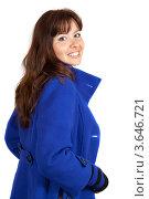 Купить «Улыбающаяся девушка в синем пальто на белом фоне», фото № 3646721, снято 27 сентября 2011 г. (c) Яков Филимонов / Фотобанк Лори