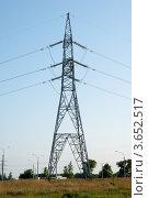 Опора линии электропередач на фоне синего неба. Стоковое фото, фотограф Алексей Омельянович / Фотобанк Лори