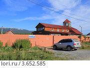 Дом в горах летом (Гостиница на оз. Зюраткуль - Урал) Редакционное фото, фотограф Павел / Фотобанк Лори