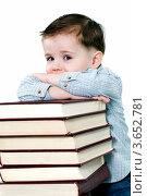 Мальчик возле стопки больших книг. Стоковое фото, фотограф Великова Ирина Николаевна / Фотобанк Лори