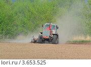 Купить «Трактор», фото № 3653525, снято 6 мая 2012 г. (c) Владимир Горшков / Фотобанк Лори