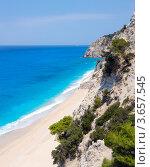 Купить «Красивый летний белый Эгремни пляж на Ионическом море (Лефкада, Греция)», фото № 3657545, снято 14 ноября 2018 г. (c) Юрий Брыкайло / Фотобанк Лори