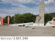 Купить «Памятник скорбящей матери, город Миасс», фото № 3661349, снято 21 июня 2012 г. (c) Виталий Горелов / Фотобанк Лори