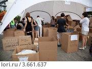Купить «Пункт сбора гуманитарной помощи для пострадавших от наводнения на Кубани», эксклюзивное фото № 3661637, снято 11 июля 2012 г. (c) Наталья Волкова / Фотобанк Лори