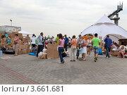 Купить «Пункт сбора гуманитарной помощи для пострадавших от наводнения на Кубани», эксклюзивное фото № 3661681, снято 11 июля 2012 г. (c) Наталья Волкова / Фотобанк Лори