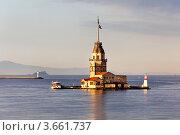 Купить «Вид на Девичью башню посередине пролива Босфор в городе Стамбул, Турция», фото № 3661737, снято 27 апреля 2012 г. (c) Николай Винокуров / Фотобанк Лори